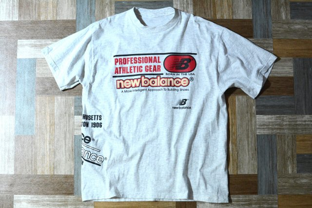 <img class='new_mark_img1' src='https://img.shop-pro.jp/img/new/icons14.gif' style='border:none;display:inline;margin:0px;padding:0px;width:auto;' />90's Vintage new balance ロゴ Tシャツ オートミール (メンズ古着)