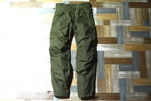 <img class='new_mark_img1' src='https://img.shop-pro.jp/img/new/icons7.gif' style='border:none;display:inline;margin:0px;padding:0px;width:auto;' />90's Vintage US ARMY AIRCREW COMBAT TROUSERS オリーブグリーン (メンズ古着)