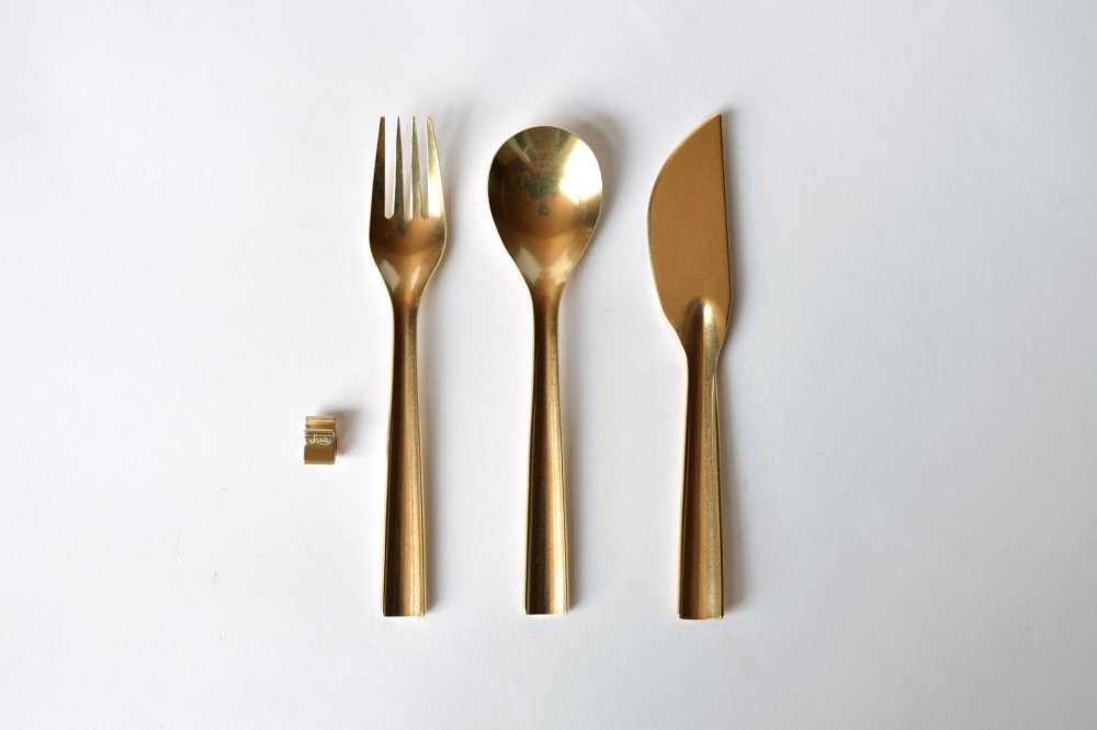 LUE BRASS DINNER SET