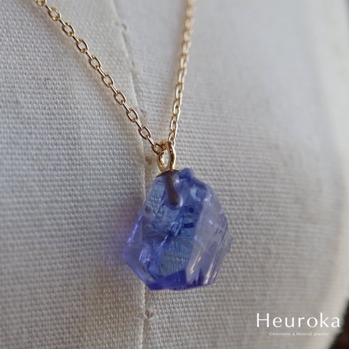 Heuroka タンザナイトのネックレス