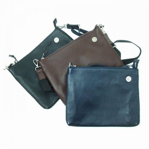 【アウトレット】素材に牛革を贅沢に使用したバッグ。使えば使うほどにフィット<br>サコッシュ