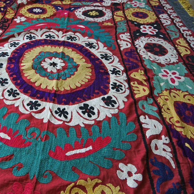 スザニ アフガニスタンの刺繍布