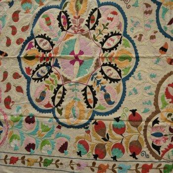 スザニ  インドの刺繍布 A