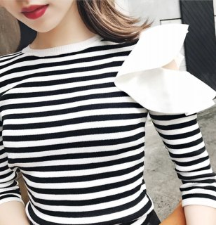 Shoulder frill knit