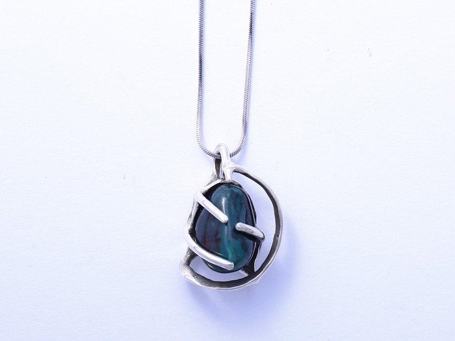 <img class='new_mark_img1' src='//img.shop-pro.jp/img/new/icons8.gif' style='border:none;display:inline;margin:0px;padding:0px;width:auto;' />Agate Pendant Q