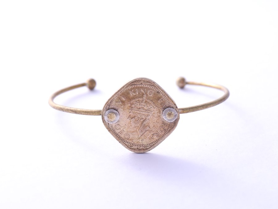 <img class='new_mark_img1' src='//img.shop-pro.jp/img/new/icons8.gif' style='border:none;display:inline;margin:0px;padding:0px;width:auto;' />Old Coin Bangle