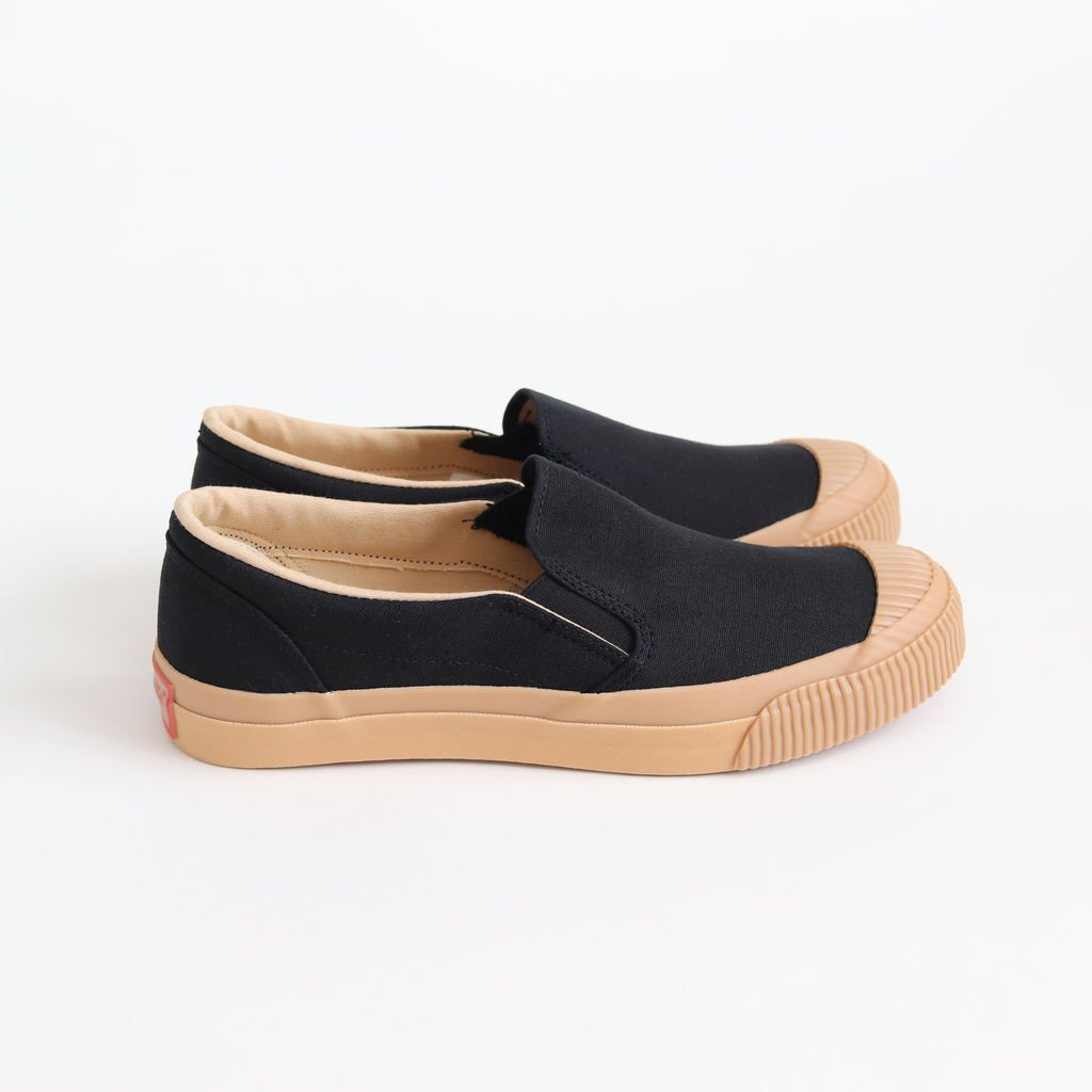 SHELLCAP MOULD SLIP-ON #KURO/GUM [PRAS-06-002]