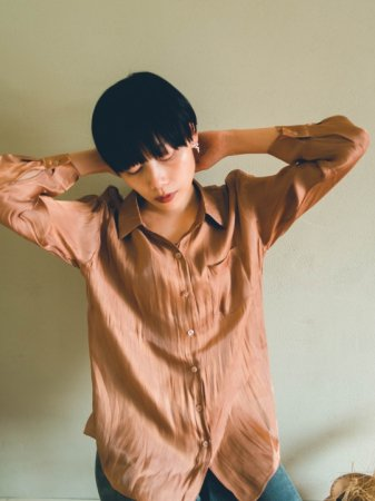 <img class='new_mark_img1' src='//img.shop-pro.jp/img/new/icons5.gif' style='border:none;display:inline;margin:0px;padding:0px;width:auto;' />Shiny Sheer Shirt(Brown/White)