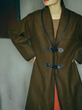 <img class='new_mark_img1' src='https://img.shop-pro.jp/img/new/icons5.gif' style='border:none;display:inline;margin:0px;padding:0px;width:auto;' />MARTE Piping Long Coat