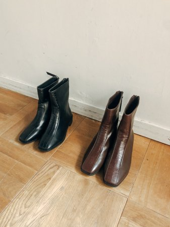 <img class='new_mark_img1' src='https://img.shop-pro.jp/img/new/icons5.gif' style='border:none;display:inline;margin:0px;padding:0px;width:auto;' />Croco Fake Leather Short Boots