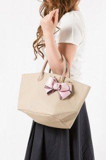 キューブバッグ ベージュ ピンクリボンチャーム付き 価格¥13500