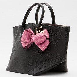 キューブバッグ ブラック フーシャピンクリボンチャーム付き 価格¥13500