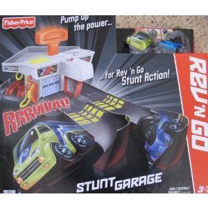 Fisher Price REV 'N GO STUNT GARAGE プレイセット w SOUNDS & 2 RACE CARS (2012) ミニカー ミニチ…