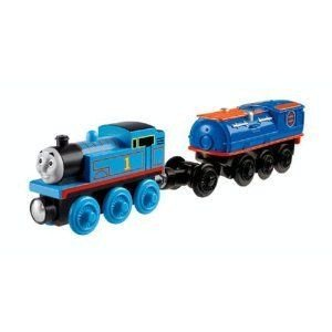 Thomas Wooden Railway - Battery-Operated Booster Steam Car with Thomas ミニカー ミニチュア 模型 プ