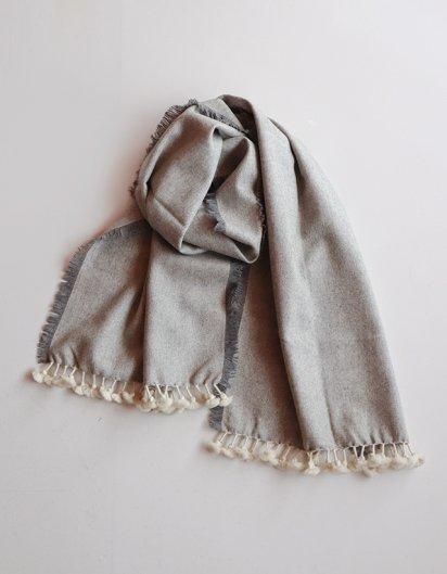 カシミール手織りウールフリンジストール Gray