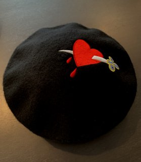 <img class='new_mark_img1' src='//img.shop-pro.jp/img/new/icons14.gif' style='border:none;display:inline;margin:0px;padding:0px;width:auto;' />Dagger Heart Beret Hat