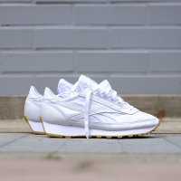 <img class='new_mark_img1' src='https://img.shop-pro.jp/img/new/icons5.gif' style='border:none;display:inline;margin:0px;padding:0px;width:auto;' />REEBOK リーボック AZTEC GARMENT AND GUM BD2808 ホワイト/ガムソール
