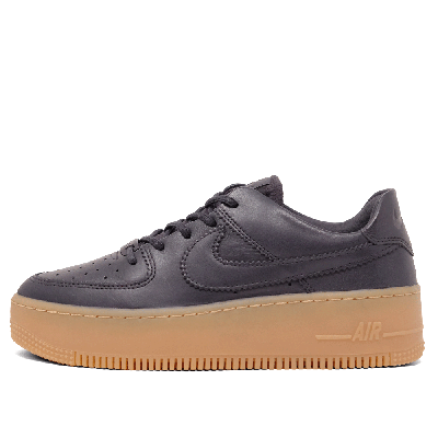 <img class='new_mark_img1' src='//img.shop-pro.jp/img/new/icons60.gif' style='border:none;display:inline;margin:0px;padding:0px;width:auto;' />NIKE [WMNS AIR FORCE 1 SAGE LOW LX AR5409 002] (OIL GREY)