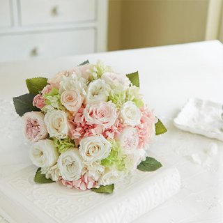 (造花)白と淡いピンクバラのラウンドブーケ