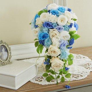 (造花)白ブルーのキャスケードブーケ。