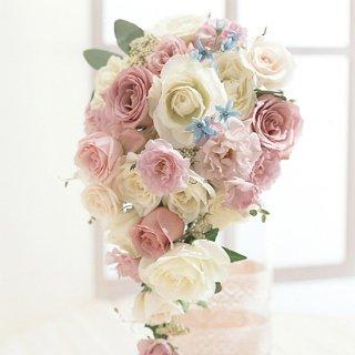 (プリザ)甘いピンクにブルー小花のキャスケード