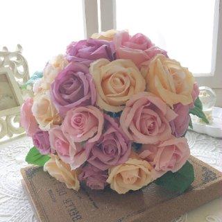 (造花)ニュアンスカラーのバラのクラッチブーケ