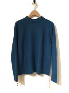 <img class='new_mark_img1' src='//img.shop-pro.jp/img/new/icons20.gif' style='border:none;display:inline;margin:0px;padding:0px;width:auto;' />CINOH SIDE DECORATED CREW NECK KNIT(BLUE)