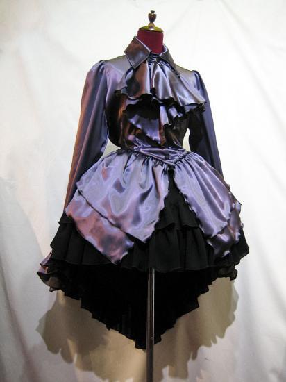 ゴシック調ドレープフリルタイ付きワンピース型ブラウス+前短・後長V字フリル重ねロングスカート:紫×黒