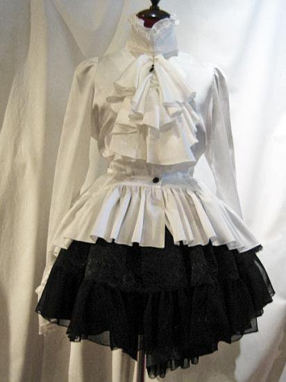 黒しずく付きボリュームタイブラウス+パ二エ入り後長ボリュームスカート:白ブラウス×黒スカート