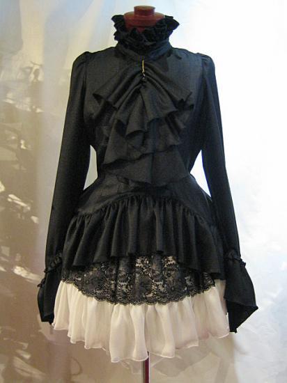 黒しずく付きボリュームタイブラウス+パ二エ入り後長ボリュームスカート:黒ブラウス×白スカート