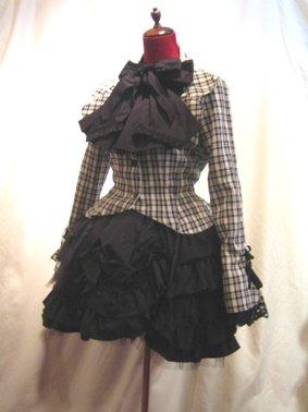 ブラウス付き風レイヤードジャケット+ロザリオネックレス+シャーリングフリル2枚重ねスカート:黒白チェックジャケット×黒スカ…