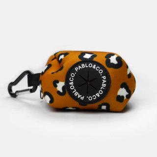 <img class='new_mark_img1' src='https://img.shop-pro.jp/img/new/icons5.gif' style='border:none;display:inline;margin:0px;padding:0px;width:auto;' />THAT LEOPARD POOPBAG HOLDER / PABLO & CO.(ザットレパードプープバッグホルダー / パブロ&コー)