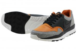 NIKE AIR SAFARI QS - BLACK/BLACK-MONARCH