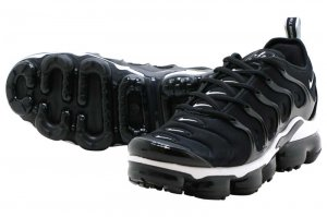 NIKE AIR VAPORMAX PLUS - BLACK/WHITE