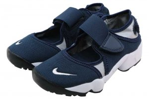NIKE RIFT (GS/PS BOYS) - OBSIDIAN/WHITE-WOLF GREY