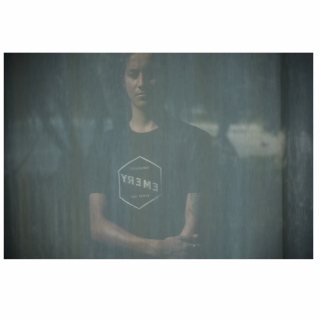 <img class='new_mark_img1' src='//img.shop-pro.jp/img/new/icons6.gif' style='border:none;display:inline;margin:0px;padding:0px;width:auto;' />【EMERY】HEX TEE / BLACK Tシャツ