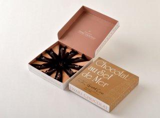 <b>めひかり塩チョコ・グランクリュ</b><br>仏ヴァローナ社のエキストラビターチョコレート。奥深い贅沢な一粒。