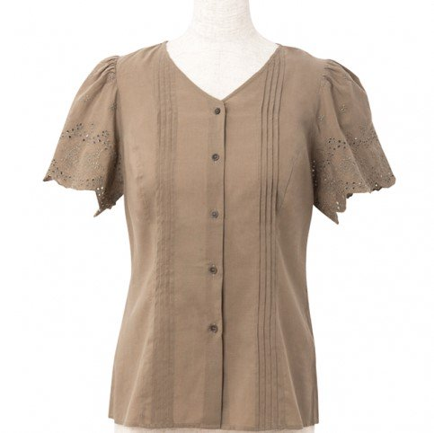 <img class='new_mark_img1' src='https://img.shop-pro.jp/img/new/icons11.gif' style='border:none;display:inline;margin:0px;padding:0px;width:auto;' />Pin tuck blouse-Khaki-(刺繍袖ピンタックブラウス)