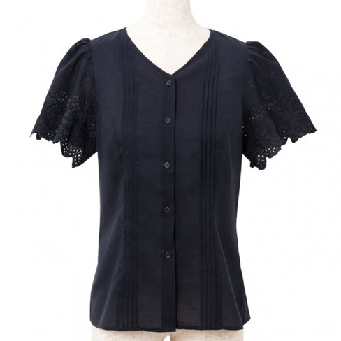 <img class='new_mark_img1' src='https://img.shop-pro.jp/img/new/icons11.gif' style='border:none;display:inline;margin:0px;padding:0px;width:auto;' />Pin tuck blouse-Navy-(刺繍袖ピンタックブラウス)