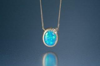 Welles オパールとダイヤモンド 小花のネックレス