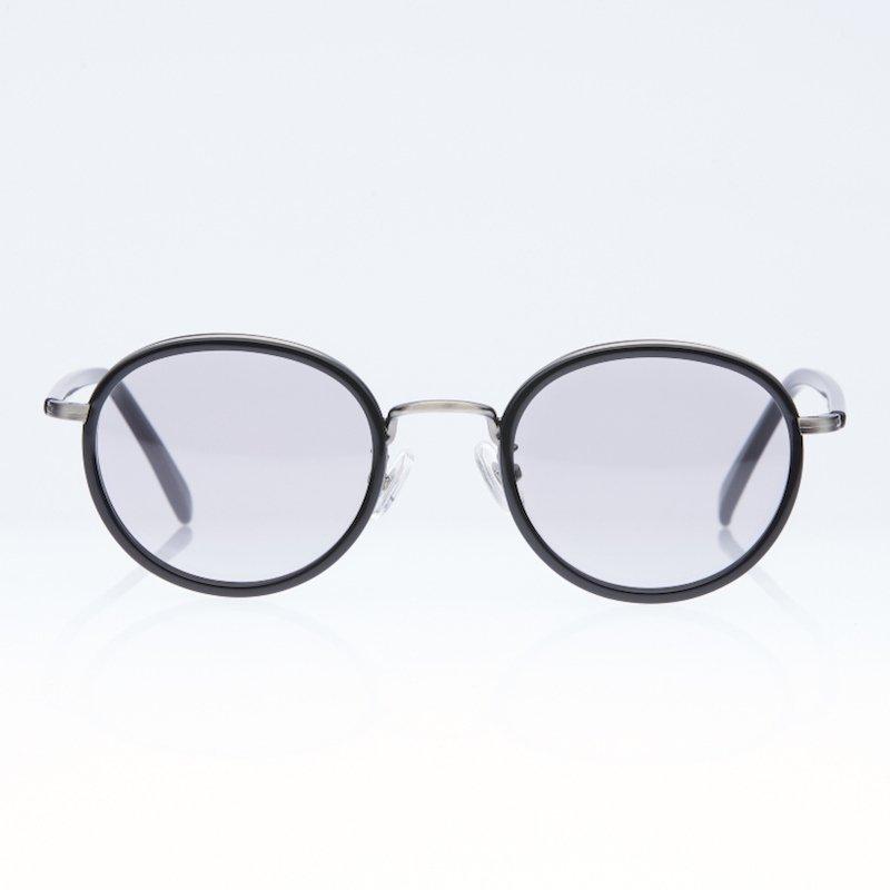 <img class='new_mark_img1' src='https://img.shop-pro.jp/img/new/icons50.gif' style='border:none;display:inline;margin:0px;padding:0px;width:auto;' />[eito maw eyewear] エイト マウ アイウェア 005 (BK×SLV/ SMOKE)