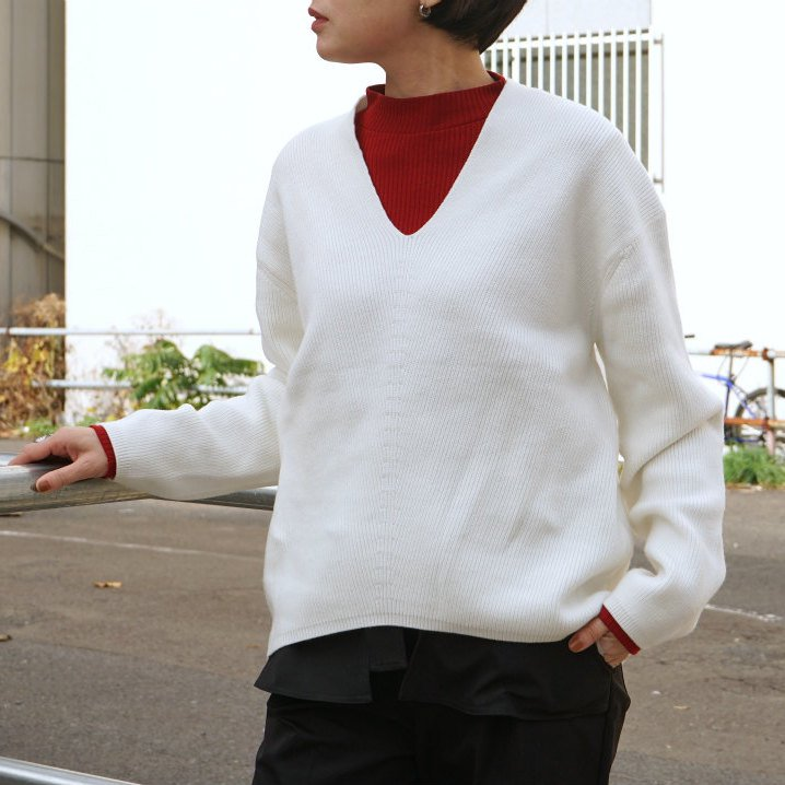 <img class='new_mark_img1' src='//img.shop-pro.jp/img/new/icons6.gif' style='border:none;display:inline;margin:0px;padding:0px;width:auto;' />[CLANE] クラネ V-NECK BACK DROP KNIT(WHITE)