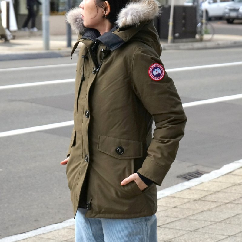 <img class='new_mark_img1' src='https://img.shop-pro.jp/img/new/icons50.gif' style='border:none;display:inline;margin:0px;padding:0px;width:auto;' />[CANADA GOOSE] カナダグース CHARLOTTE PARKA 2300JL (KHAKI)