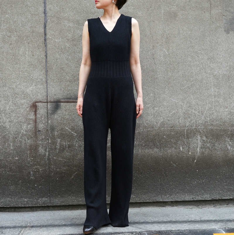 <img class='new_mark_img1' src='https://img.shop-pro.jp/img/new/icons6.gif' style='border:none;display:inline;margin:0px;padding:0px;width:auto;' />[WRYHT]ライトSLEEVELESS KNIT SUITS (BLACK)