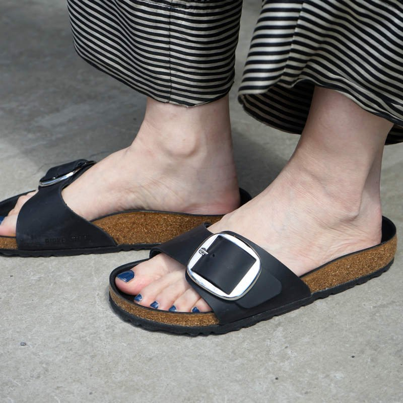 <img class='new_mark_img1' src='https://img.shop-pro.jp/img/new/icons24.gif' style='border:none;display:inline;margin:0px;padding:0px;width:auto;' />[SALE][BIRKENSTOCK]  ビルケンシュトック Madrid Big Buckle(Black) 1006522