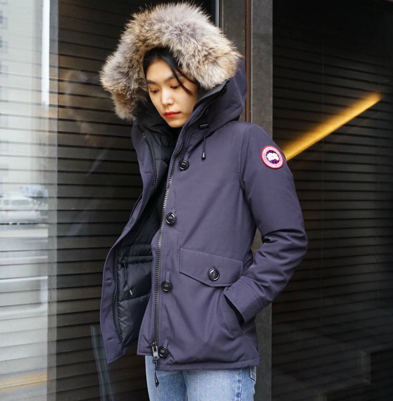 <img class='new_mark_img1' src='https://img.shop-pro.jp/img/new/icons6.gif' style='border:none;display:inline;margin:0px;padding:0px;width:auto;' />[CANADA GOOSE] カナダグース CHARLOTTE PARKA 2300JL (NAVY)