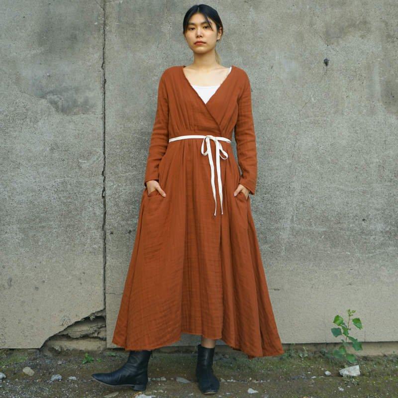 <img class='new_mark_img1' src='https://img.shop-pro.jp/img/new/icons6.gif' style='border:none;display:inline;margin:0px;padding:0px;width:auto;' />[Uhr] ウーア Gauze Wrap Dress(TERRACOTTA・KHAKI)