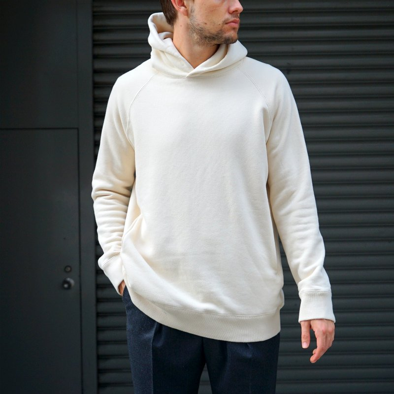 <img class='new_mark_img1' src='https://img.shop-pro.jp/img/new/icons50.gif' style='border:none;display:inline;margin:0px;padding:0px;width:auto;' />[AUGUSTE-PRESENTATION] Sweat Hoodie (KINARI) AUAWSWT002