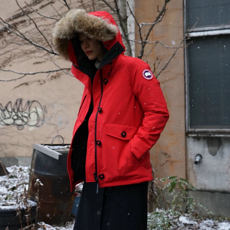 <img class='new_mark_img1' src='https://img.shop-pro.jp/img/new/icons6.gif' style='border:none;display:inline;margin:0px;padding:0px;width:auto;' />[CANADA GOOSE] カナダグース CHARLOTTE PARKA 2300JL (RED)