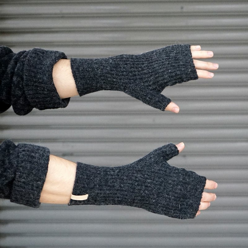 <img class='new_mark_img1' src='https://img.shop-pro.jp/img/new/icons8.gif' style='border:none;display:inline;margin:0px;padding:0px;width:auto;' />[AUGUSTE-PRESENTATION]  Knit Gloves   (BLACK) AUGLOBE001